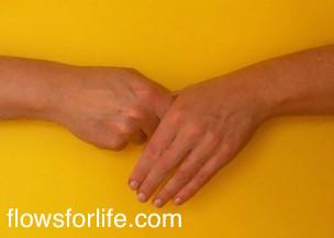 jin shin jyutsu holds thumb 2